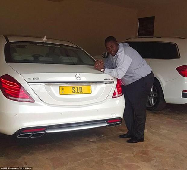 Cận cảnh cuộc sống của Đứa trẻ giàu nhất Zimbabwe và chỉ đi mua sắm ở Mỹ thôi - Ảnh 4.