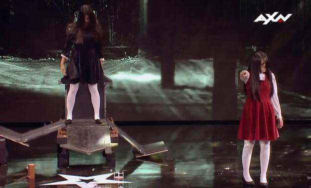 Cô gái kinh dị trở lại sân khấu Asias Got Talent với tiết mục dọa ma, nhưng không phải một mình - Ảnh 6.