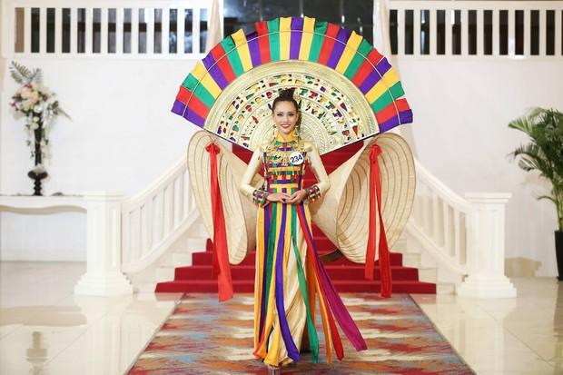 Khởi đầu mờ nhạt nhưng cô nàng 1m80 này lại liên tiếp lọt Top cao tại Hoa hậu Hoàn vũ VN 2017 - Ảnh 7.