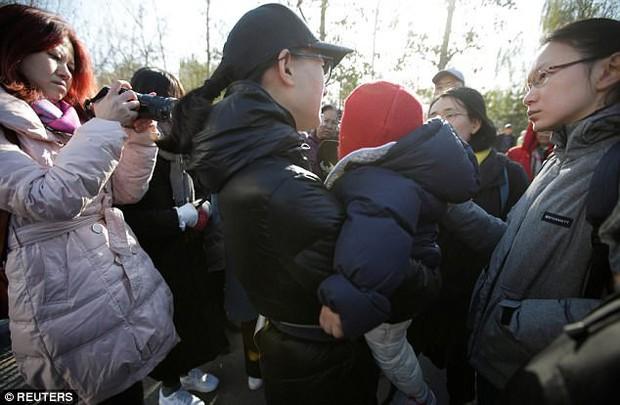 Trung Quốc: Rúng động vụ trẻ em mầm non bị ép uống thuốc lạ, ngược đãi và lạm dụng tình dục - Ảnh 4.