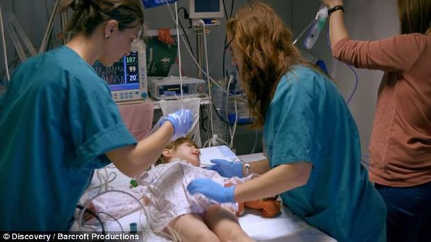 """Bởi """"lời nguyền"""" từ lúc mới sinh, bé gái 3 tuổi mỗi khi ngủ lại có thể tắt thở và ra đi vĩnh viễn - Ảnh 3."""