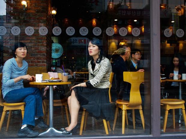 Văn hoá thưởng thức cà phê ở châu Á: Người Việt mải mê selfie ở quán đẹp long lanh, giới trẻ Hàn lại thích chốn bình dân - Ảnh 4.