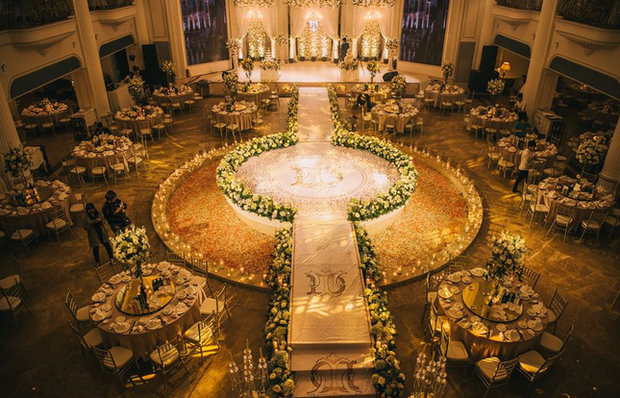 Đám cưới sang chảnh với 10.000 bông hoa tươi và váy đính 5.000 viên pha lê của cô dâu xinh đẹp ở Hà Nội - Ảnh 4.