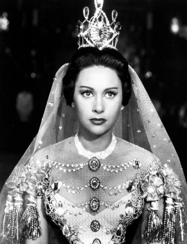 Đóa hồng hoang dại xinh đẹp và tai tiếng Lola: Vũ công một đời chồng vẫn khiến vua say đắm đến mức từ bỏ ngai vàng - Ảnh 4.
