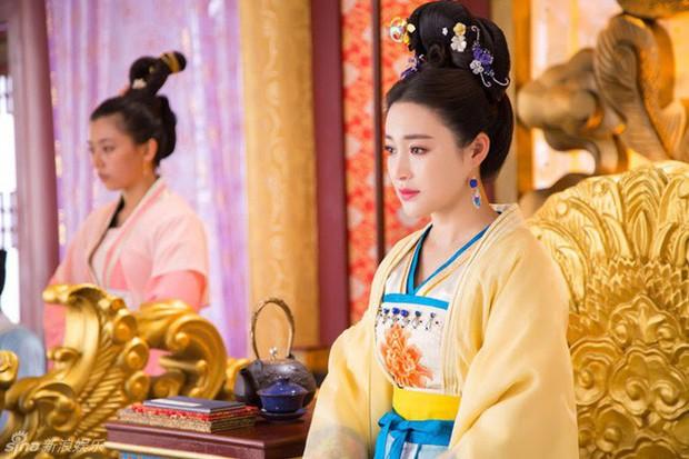 Cuộc đời ngang trái của Hoàng hậu bị chị gái từ mặt vì dan díu với anh rể, sau sa cơ phải hầu hạ bạo chúa - Ảnh 4.