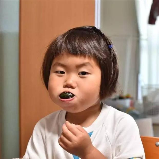 Bị mẹ dìm hàng không thương tiếc nhưng biểu cảm mặt xấu của cô bé 5 tuổi vẫn khiến dân mạng điêu đứng - Ảnh 32.