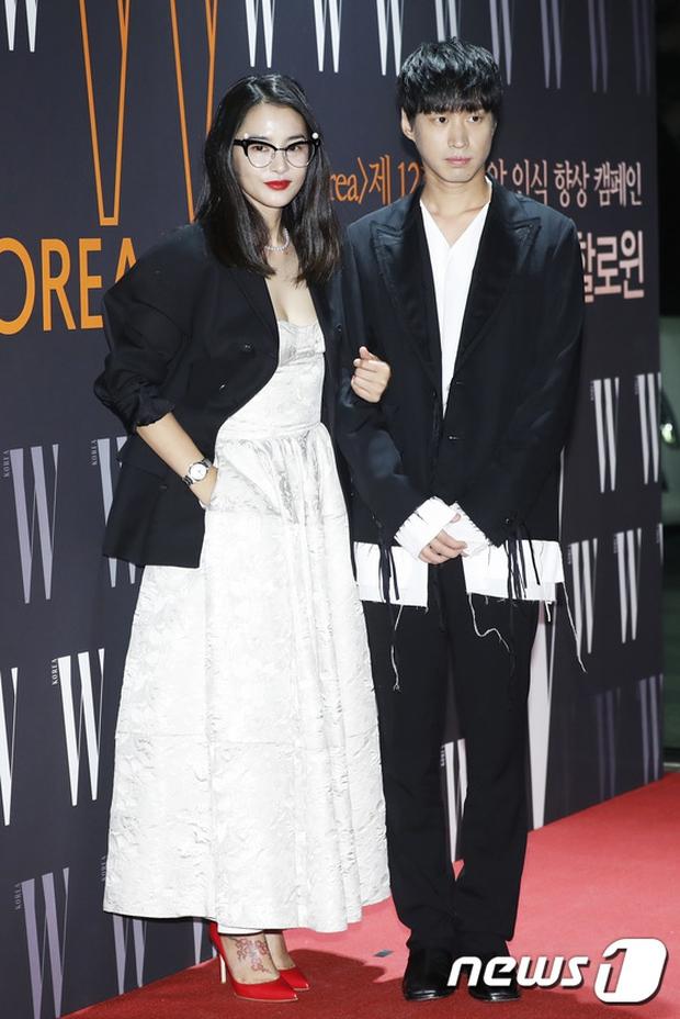 """Sự kiện hiếm có: """"Mẹ Kim Tan"""" Kim Sung Ryung hở bạo, cùng dàn mỹ nhân không tuổi thay nhau """"đè bẹp"""" các nhan sắc đàn em - Ảnh 32."""