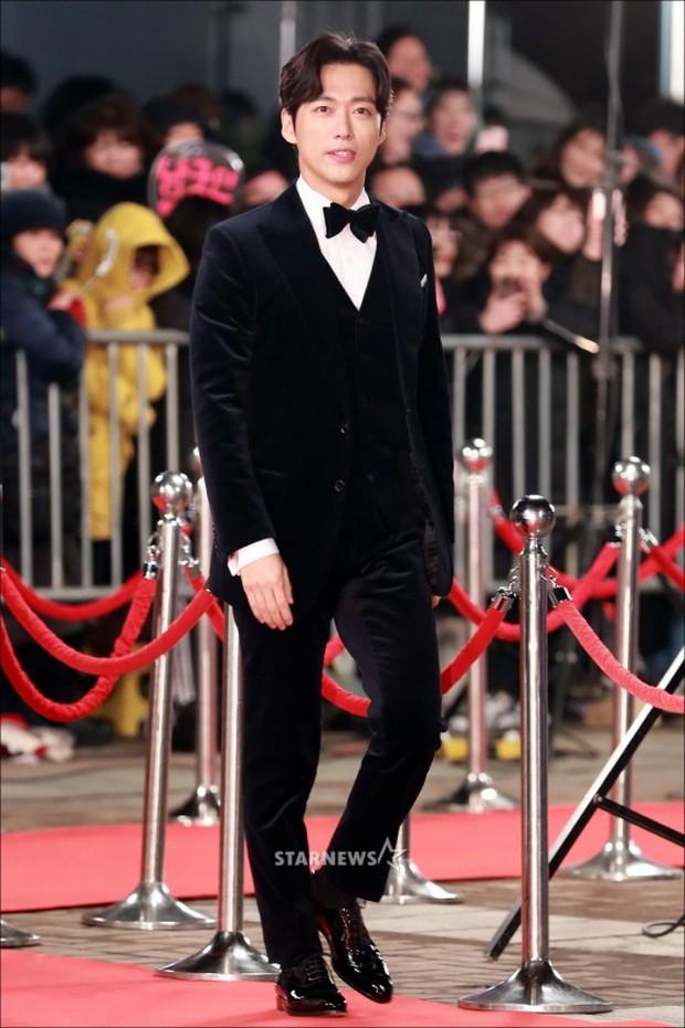 Thảm đỏ KBS Drama Awards: Kim Ji Won gây sốc.. vì quá đẹp, Jang Nara đọ sắc với Kim So Hyun và dàn chị đại không tuổi - Ảnh 34.