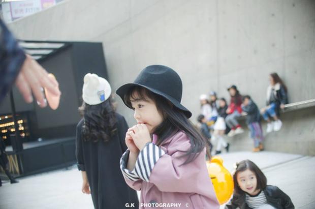 Cứ mỗi mùa Seoul Fashion Week đến, dân tình lại chỉ ngóng xem street style vừa cool vừa yêu của những fashionista nhí này - Ảnh 36.