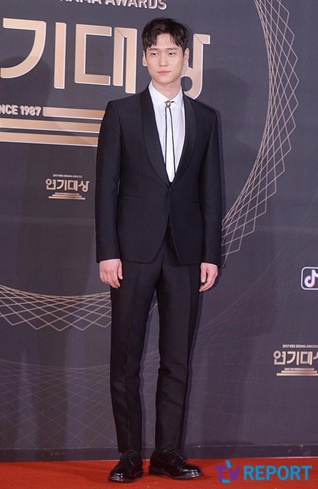 Thảm đỏ KBS Drama Awards: Kim Ji Won gây sốc.. vì quá đẹp, Jang Nara đọ sắc với Kim So Hyun và dàn chị đại không tuổi - Ảnh 37.