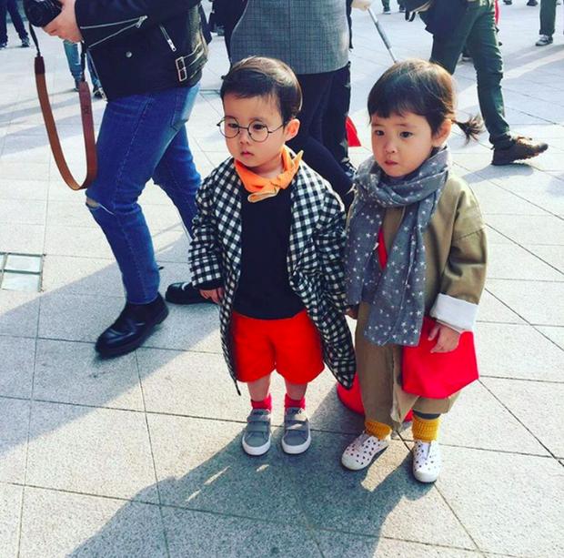 Cứ mỗi mùa Seoul Fashion Week đến, dân tình lại chỉ ngóng xem street style vừa cool vừa yêu của những fashionista nhí này - Ảnh 39.
