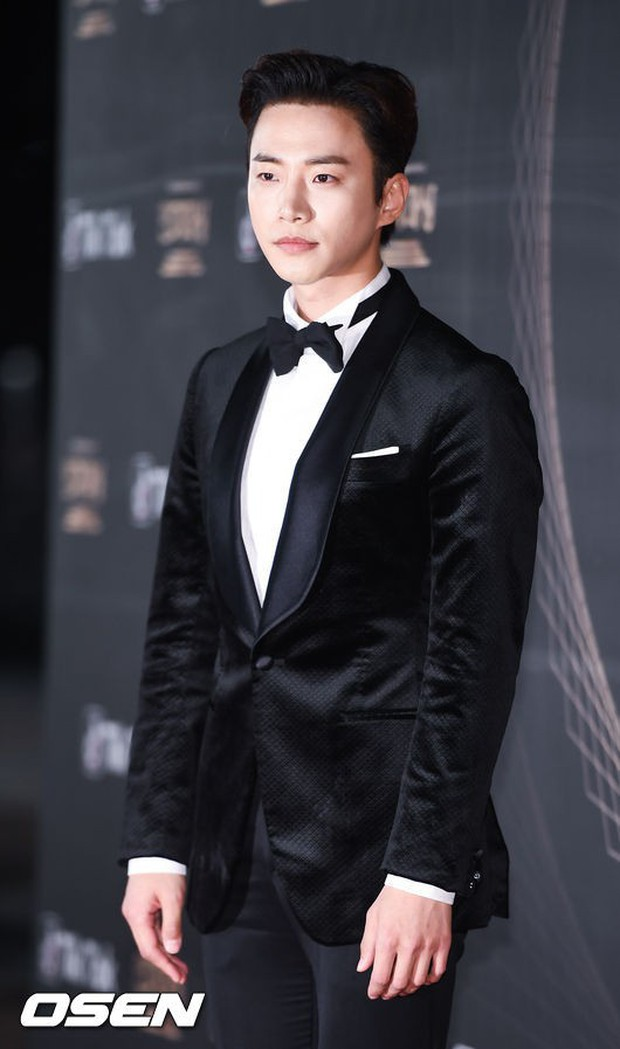 Thảm đỏ KBS Drama Awards: Kim Ji Won gây sốc.. vì quá đẹp, Jang Nara đọ sắc với Kim So Hyun và dàn chị đại không tuổi - Ảnh 40.