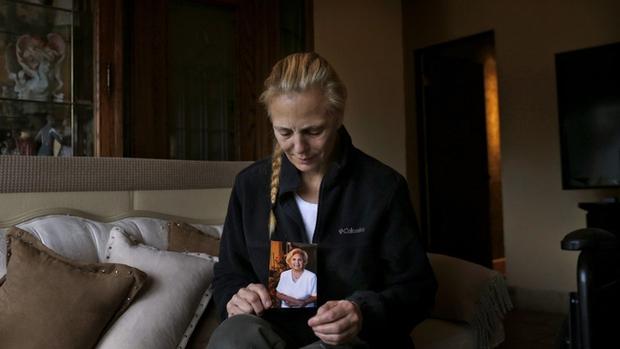 Nhiều người con bật khóc khi cha mẹ bị cưỡng hiếp tại trại dưỡng lão - Ảnh 3.