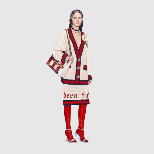 Đến Gucci cũng nhập cuộc xu hướng giày dép độc với đôi sandals kèm tất nhựa khiến dân tình hốt hoảng - Ảnh 5.