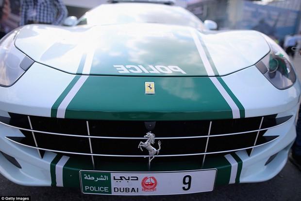 Đã có xe siêu xịn giờ còn nhanh nhất thế giới, cảnh sát ở Dubai đúng là sướng không ai bằng - Ảnh 2.