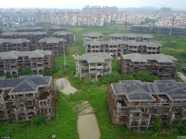Trung Quốc: Thành phố ma không một bóng người ngoài cụ ông 70 tuổi sống lủi thủi suốt 2 năm qua - Ảnh 5.