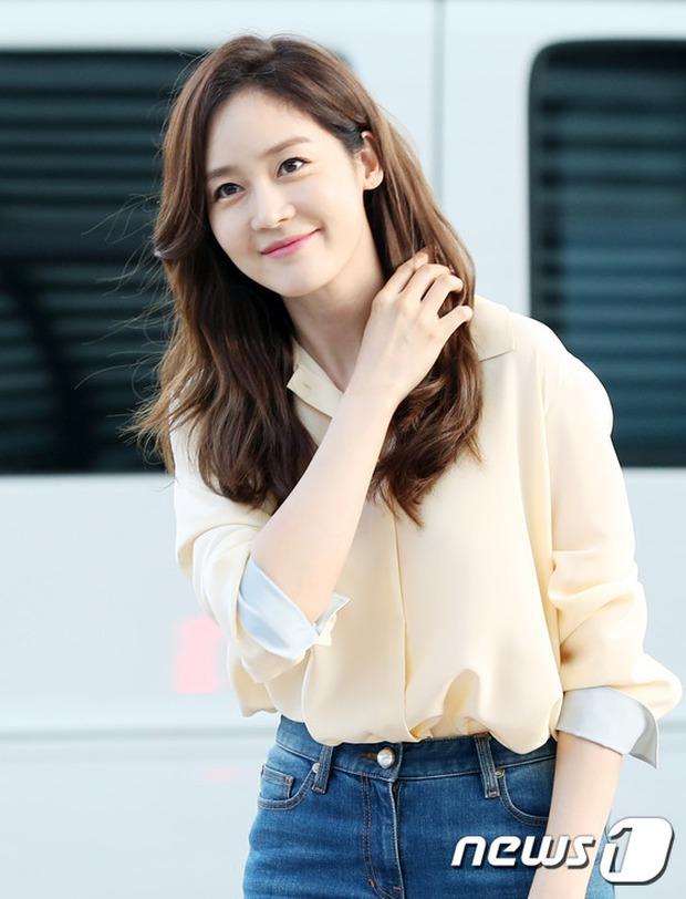 Nữ thần Kpop hai thế hệ đọ sắc: Sung Yuri U40 vẫn trẻ trung, Irene kém 10 tuổi cũng lép vế - Ảnh 5.