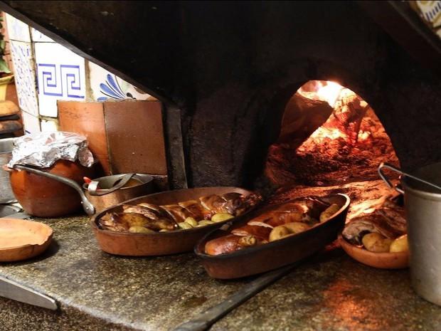 Có gì bên trong nhà hàng lâu đời nhất thế giới, hơn 300 năm hoạt động vẫn nườm nượp thực khách ghé thăm? - Ảnh 9.