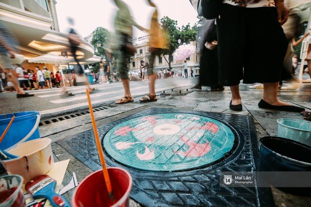 Nhỏ mà có võ, những nắp cống được tô vẽ màu mè đáng yêu khiến ai dạo qua phố đi bộ Hà Nội cũng mỉm cười! - Ảnh 7.
