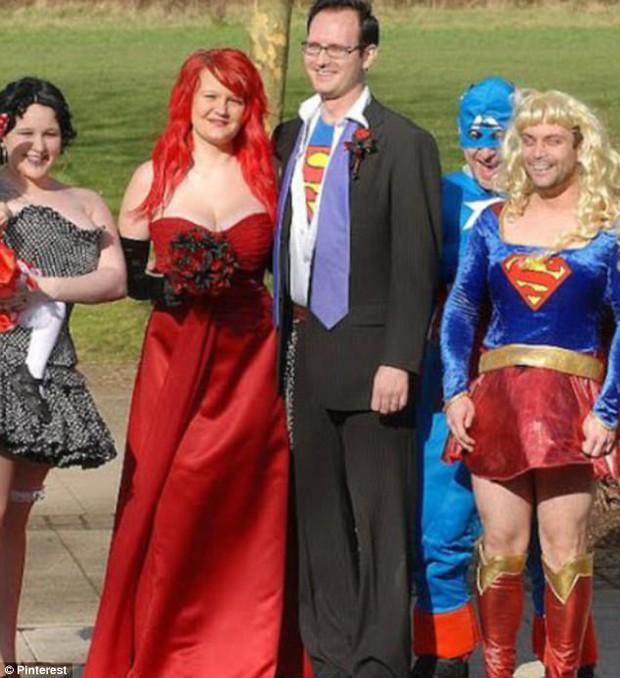 Những bộ váy cưới khiến khách đi ăn tiệc cười chết ngất: Độc là được, xấu đẹp miễn bàn - Ảnh 5.