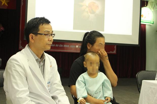 TP.HCM: Mẹ chủ quan không điều trị đầy đủ viêm xoang ở mũi cho con, bé trai 16 tháng tuổi suýt mù mắt phải - Ảnh 5.