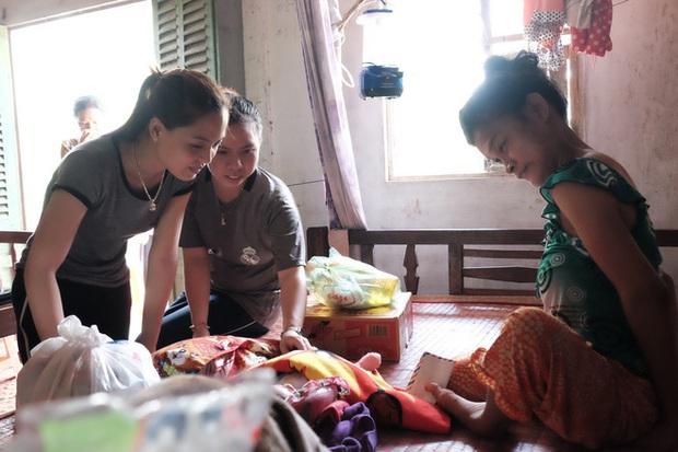 Nhìn cách người mẹ điên chăm sóc con gái sơ sinh 15 ngày tuổi ai cũng xúc động vì tình mẫu tử - Ảnh 5.