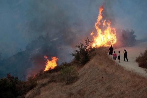 """Mỹ: Los Angeles """"gồng mình"""" trước vụ cháy rừng lịch sử - Ảnh 5."""