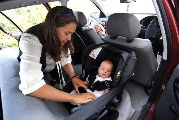 Câu chuyện 2 em bé an toàn trong chiếc xe bẹp dúm: Dành thêm 2 phút cho con để không phải hối hận cả đời - Ảnh 4.