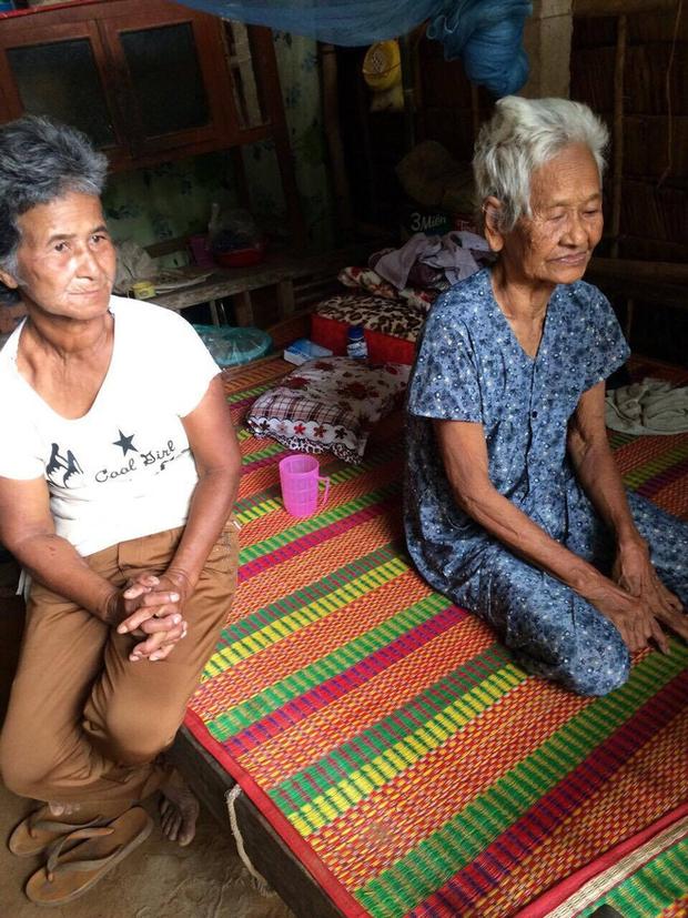 Người mẹ già nuôi 4 người con tâm thần: Giờ gạo mì chất đống, cơm đã có cá thịt nhưng con út đã chết rồi - Ảnh 5.