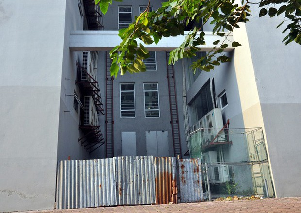 Hà Nội: Nhiều chung cư bỏ hoang cả chục năm khiến người dân nuối tiếc - Ảnh 5.