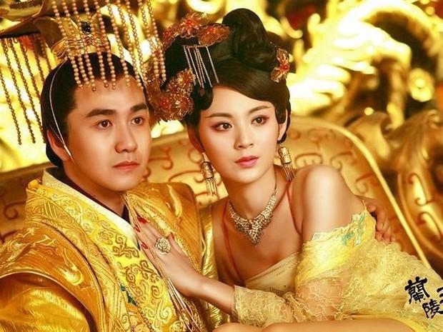 Nàng phi xảo trá có làn da tỏa hương hoa, bị Hoàng đế ép làm chiến lợi phẩm cho bao người chiêm ngưỡng - Ảnh 5.