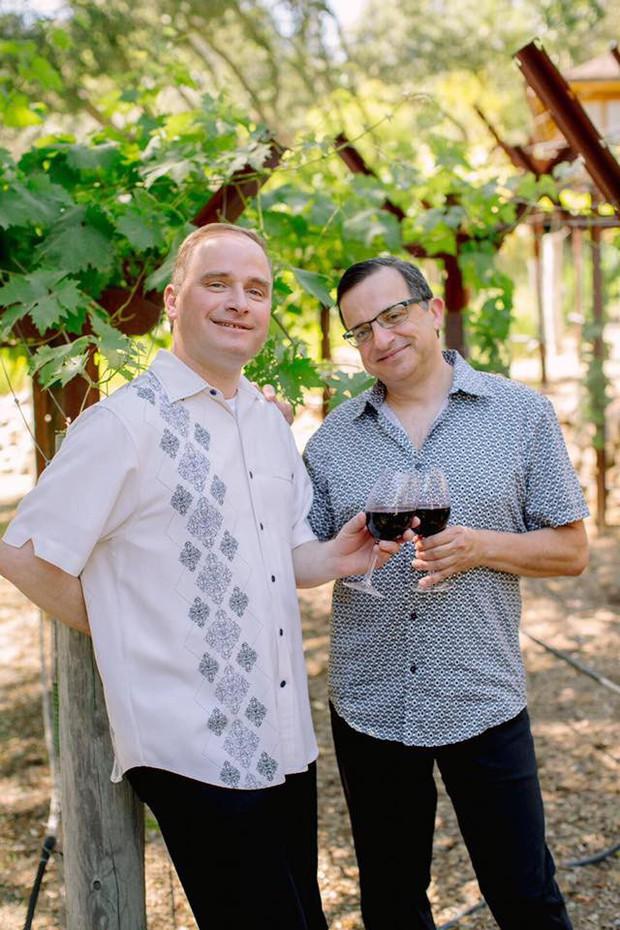 Đấu tranh cho tình yêu suốt 22 năm, cặp đôi đồng tính vỡ òa trong ngày cưới hạnh phúc - Ảnh 4.