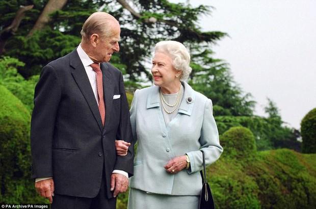 70 năm ngày cưới Nữ hoàng Elizabeth: Cuộc hôn nhân gần 1 thế kỉ và những bí quyết hạnh phúc giản dị - Ảnh 5.