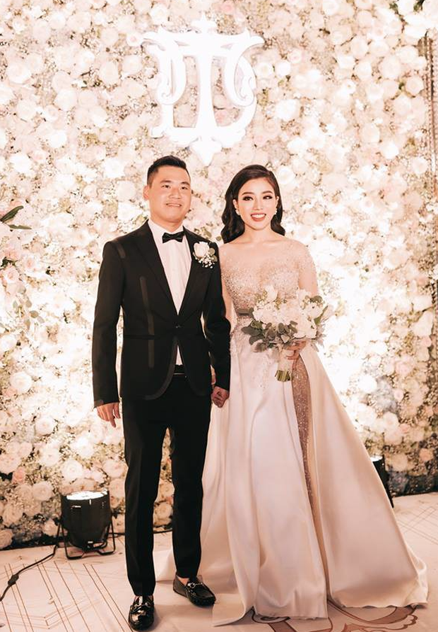 Đám cưới sang chảnh với 10.000 bông hoa tươi và váy đính 5.000 viên pha lê của cô dâu xinh đẹp ở Hà Nội - Ảnh 5.