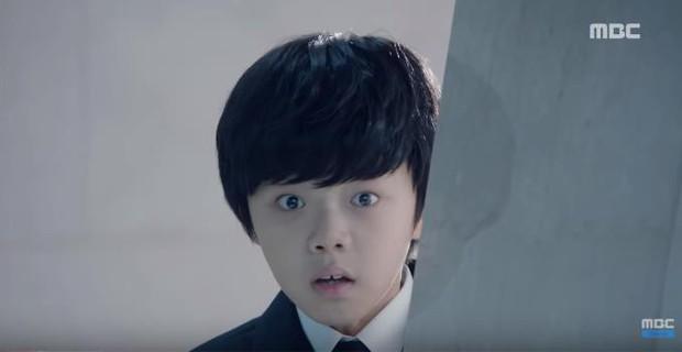 Quá manh động, Yoo Seung Ho không sợ ngứa, kề sát môi robot - Ảnh 13.