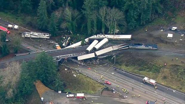 Mỹ: Tàu cao tốc trật đường ray, hàng chục người thương vong - Ảnh 5.