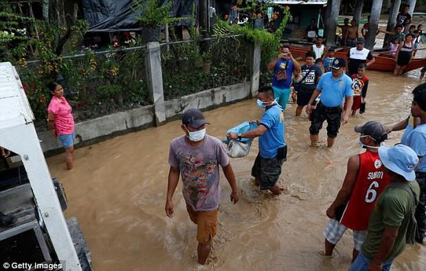 Bão Tembin: Đang buộc lại thuyền trên bờ sông, một người đàn ông bị cá sấu dìm xuống nước và ăn thịt - Ảnh 2.