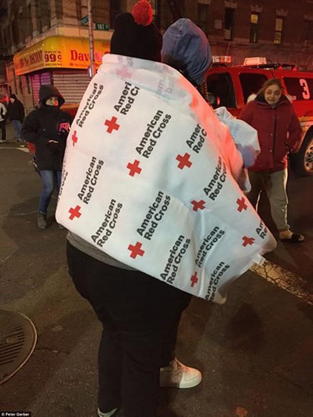 Hiện trường vụ cháy kinh hoàng làm 12 người chết ở New York (Mỹ) - Ảnh 5.