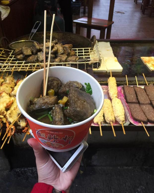 10 đặc sản nổi danh thế giới phải ủ đến bốc mùi, có giòi mới ăn ngon, Việt Nam cũng góp mặt 1 món - Ảnh 5.