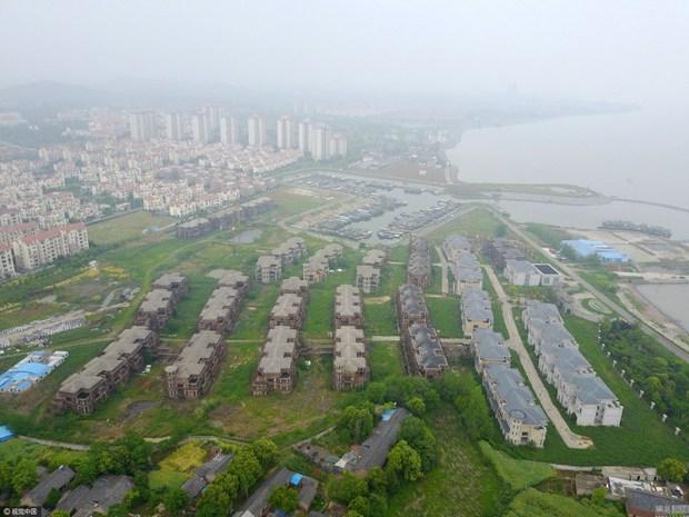 Trung Quốc: Thành phố ma không một bóng người ngoài cụ ông 70 tuổi sống lủi thủi suốt 2 năm qua - Ảnh 6.