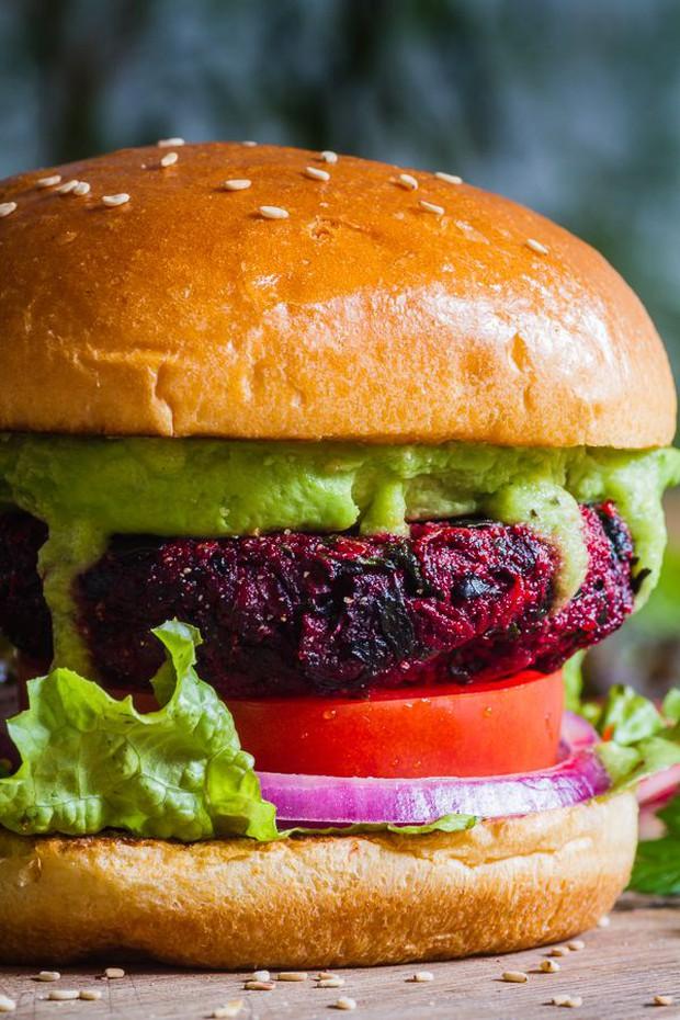 Burger củ dền có đỏ mà vẫn có thơm, lại rất nên cơm cháo với nguyên liệu chính rẻ bèo - Ảnh 6.