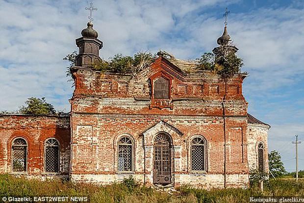 Chụp ảnh gợi cảm trong nhà thờ đổ nát: Người mẫu Nga có thể phải lĩnh án tù 3 năm - Ảnh 5.