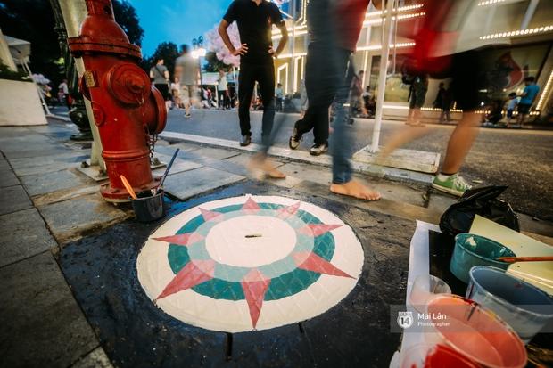 Nhỏ mà có võ, những nắp cống được tô vẽ màu mè đáng yêu khiến ai dạo qua phố đi bộ Hà Nội cũng mỉm cười! - Ảnh 8.