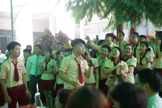 Only C, Miu Lê trở về tuổi thơ trong lễ Khai giảng trường TH-THCS-THPT Mỹ Việt - Ảnh 8.