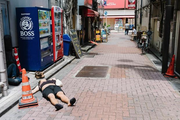 Những gã say xỉn từ ga tàu cho đến đường phố: Nét văn hóa tiệc tùng của giới công sở Nhật Bản - Ảnh 13.