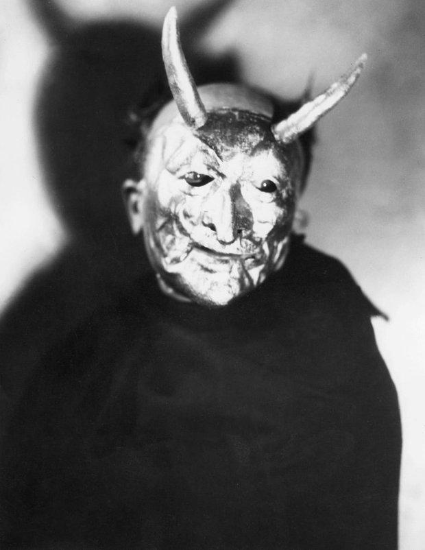 Những bộ hóa trang ám ảnh đến rùng rợn: Halloween ngày xưa kinh dị hơn giờ gấp nhiều lần - Ảnh 6.