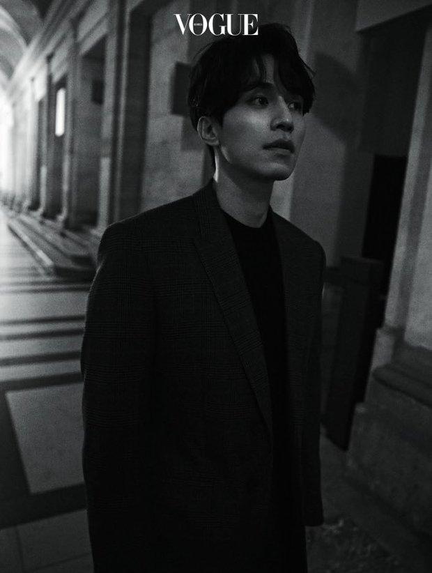 Tài tử Lee Dong Wook tiếp tục khiến chị em mất máu với vẻ ma mị, thần bí trên tạp chí tại Pháp - Ảnh 6.
