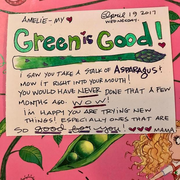 Câu chuyện đau lòng sau những bức thư màu sắc mẹ gửi cho con gái trong mỗi hộp cơm trưa - Ảnh 6.