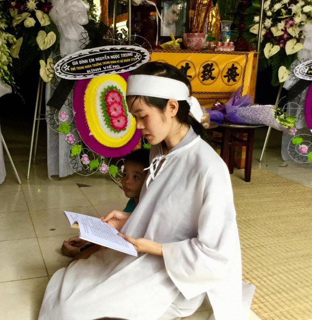MC Quyền Linh cùng nhiều đồng nghiệp tới viếng diễn viên Nguyễn Hoàng - Ảnh 7.