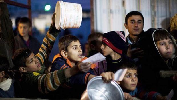 Cạn lương thực, người dân Syria phải lục thùng rác - Ảnh 6.